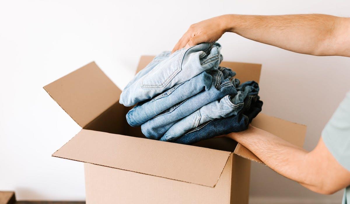 Reciclar cajas de cartón para guardar ropa